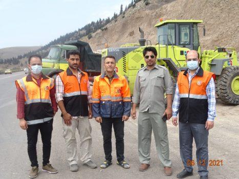حاشیه راههای اصلی رودبار از زباله پاکسازی شد