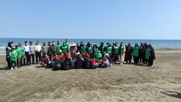 ساحل روستای طالب آباد بندرانزلی پاکسازی شد